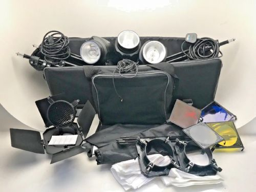 GY-180 studio flash 3 head kit with 3 stands 2 softboxes outfit case barn doors